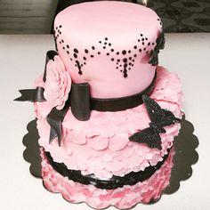 Floral Bridal Shower Cake  #bridalshowercake #bridalshower #weddingshower #weddingshowercake #cake #floralcake #petalcake #rosecake #mycreativecake #pinkcake #pinkandblackcake #beautifulcake #prettycake #customcake #specialtycake #tieredcake