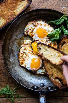 Spicy Moroccan Fried Eggs - The Most Delicious Recipes Egg Recipes, Brunch Recipes, Breakfast Recipes, Cooking Recipes, Breakfast Ideas, Savory Breakfast, Mothers Day Breakfast, Breakfast Buffet, Vegetarian Breakfast