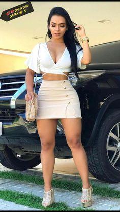 Pernas Sexy, Girls In Mini Skirts, Elegantes Outfit, Sexy Skirt, Curvy Women Fashion, Hot Outfits, Sexy Legs, Gorgeous Women, Fashion Clothes