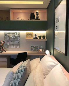 Essa vai inspirar o seu dia ! Girl Bedroom Designs, Room Ideas Bedroom, Small Room Bedroom, Bedroom Layouts, Home Decor Bedroom, Study Room Decor, Home Room Design, Aesthetic Room Decor, Stylish Bedroom