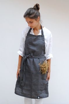 Long linen kitchen apron with 3 individual front pockets and natural linen belt made from heavyweight linen in gray, natural or French blue color. Perfect gift for any passionate cook or future head chefs.  We designed two tunnels on the sides so you can customize the length of the linen belt and adjust the apron to any size.   SKETCH OF LINEN APRON - length approx. 74 cm/29 - width approx. 67 cm/ 26 - adjustable size thanks to the tunnels on the sides - long linen belt - three big...