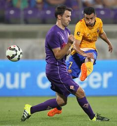 Rodriguez Pedro (R) of FC Barcelona competes for the ball with Milan Badelj of ACF Fiorentina during the preseason friendly match between ACF Fiorentina and FC Barcelona at Artemio Franchi on August 2, 2015 in Florence, Italy.