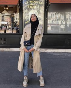 Best Sporty Outfis for this Coming Christmas and Winter ♥️♥️♥️♥️ - Fashion Crest Modern Hijab Fashion, Street Hijab Fashion, Hijab Fashion Inspiration, Muslim Fashion, Modest Fashion Hijab, Fashion Outfits, Casual Hijab Outfit, Hijab Chic, Casual Outfits