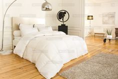 Ambiance cocooning pour cette chambre sublimée par la couette et les oreillers signés DROUAULT.