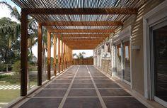 decoração com Pergolado de Bambu