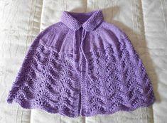 Tramas de Colores: Mañanitas de Punto Crochet Cape, Crochet Fabric, Crochet Shawl, Knit Crochet, Poncho Knitting Patterns, Knit Patterns, Baby Knitting, Knitted Capelet, Cowl Scarf