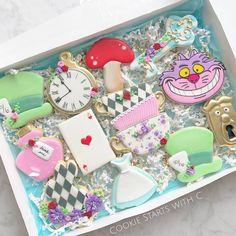 """We're All Mad Here"" Alice In Wonderland Iced Sugar Cookies Alice In Wonderland Tea Party Birthday, Alice In Wonderland Cakes, Alice Tea Party, Tea Party Theme, Wonderland Party, Princess Cookies, Disney Cookies, Birthday Cookies, Baby Cookies"