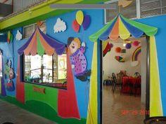 Decoration Cirque, Circus Decorations, Board Decoration, School Decorations, Circus Classroom, Mickey Mouse Classroom, Toddler Classroom, Classroom Decor, Clown Crafts