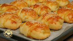 Φτιάξτε απλά τυροπιτάκια με σπιτική, εύκολη και αφράτη ζύμη γιαουρτιού. Είναι τραγανά από έξω και με την γέμιση τυριού, κάνει τα τυροπιτάκια ακόμη καλύτερα! Ότι πρέπει για το πρωί, το απόγευμα, την παραλία, τον καφέ Greek Desserts, Greek Recipes, Sweets Recipes, Cooking Recipes, Tasty Videos, Cheese Pies, Savory Tart, Mediterranean Recipes, No Bake Cake