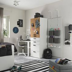 Inspiración dormitorios juveniles Ikea - Nuevo catálogo 2021 - FOTOS Clothes Rail Ikea, Recycled Door, Soft Closing Hinges, Frame Shelf, Ikea Family, Painted Drawers, Drawer Fronts, Particle Board, Storage Drawers