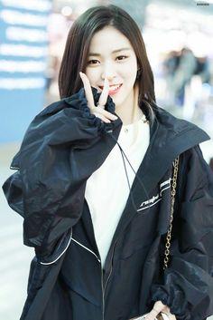 South Korean Girls, Korean Girl Groups, Novel Characters, Korean Actresses, Kpop Girls, Asian Beauty, Rapper, Rain Jacket, Windbreaker