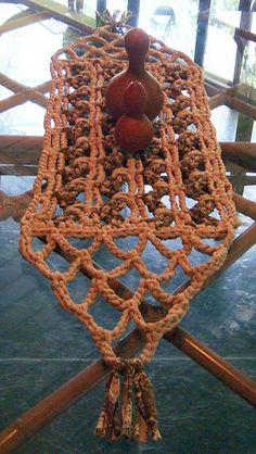 Napperon ou Caminho de Mesa em Marrons de Trapilho (Rag Crochet)