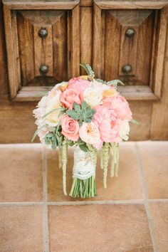 Peach and pink bouquet | Read More: http://www.stylemepretty.com/california-weddings/2014/06/27/romantic-villa-de-amore-wedding/ | Photography: Kristen Booth - kristenbooth.net/