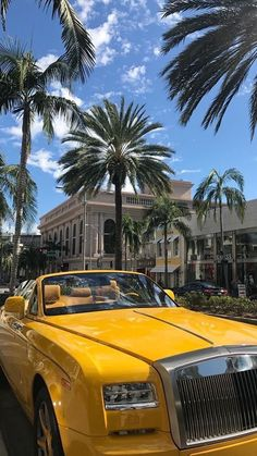 city yellow new york ; salt lake city to yellowstone City Aesthetic, Travel Aesthetic, Aesthetic Women, Blue Aesthetic, Aesthetic Backgrounds, Aesthetic Wallpapers, Yellow Aesthetic Pastel, Whatsapp Wallpaper, Hollywood Sign