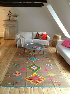 Beautiful vintage kilim rug from Izzy and design Deco Boheme, Home And Deco, House Colors, Rugs On Carpet, Home And Living, Modern Living, Interior Inspiration, Rug Inspiration, Interior And Exterior