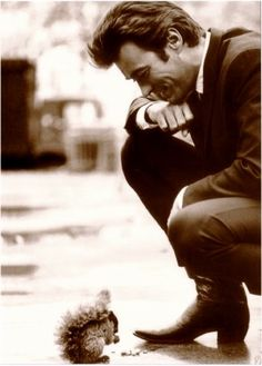 clint eastwood visiting with a little squirrel. Never thought you could use Clint Eastwood and cute inthe same sentence. Clint Eastwood, Hugh Wolverine, Beautiful Men, Beautiful People, I Love Cinema, Jolie Photo, Rare Photos, Bizarre Photos, Famous Faces