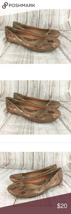 "Born BOC Batik Tan Floral Leather Ballet Flats 10 Born BOC Batik Tan Floral Leather Ballet Flats Loafers Shoes Womens 10 M / 42 ""Great! Gently used condition. Some wear on the back heel, insole, and soles. See photos."" If you have any questions or need additional information, please contact me before the listing ends. . Lighting may change the color slightly based on photography lights, natural lighting, flash, or viewing on different screens or monitors. I try my best to describe colors…"