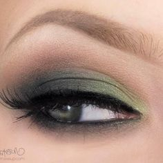 This green smokey shadow is the perfect festive eyes to sport for your next…