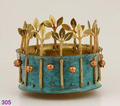Dosh, Torah Crown
