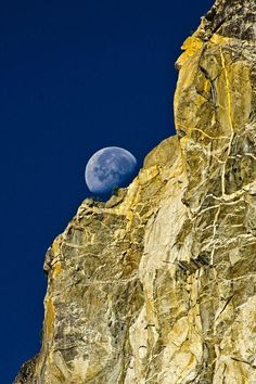 Setting moon, Yosemite National Park by Massimo Squillace - Pixdaus