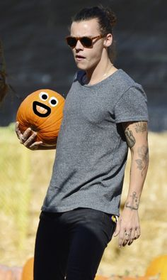 Meet this pumpkin. It is literally having the best day of its short life. Because after today, everything is downhill. | This Pumpkin Being Held By Harry Styles Just Peaked
