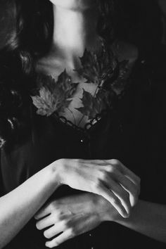 Sen acıyı biriktirmeyi seversin Olric.  Sen biriktirmeyi seversin…  Hadi devam et şimdi,  Kuru yaprakları…  Deniz taşlarını…  Gözyaşını…  Sorulamamış soruları…  Senden kalan sesleri…  Yaşanamamış paylaşılmışlıkları…  Birlikte harcamak üzere kalbinde biriktirilmiş zamanları ve hüznü…  Ve özlemi biriktirmeye.   Oğuz Atay - Tutunamayanlar