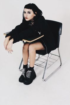 """toopoor: """" Ditched Class 2 Blow Ur BF :b """" Tomboyish Outfits, Aesthetic People, Grunge Hair, Dark Fashion, Mode Inspiration, Poses, Looks Cool, Girl Crushes, Gothic Lolita"""