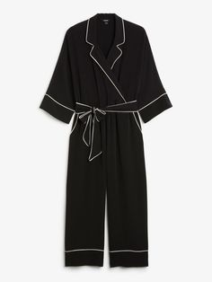 Damit setzen wir ein Fashion-Zeichen: Jumpsuit im eleganten Pyjama-Stil und mit Culotte-Beinen von Monki, um 40 Euro.