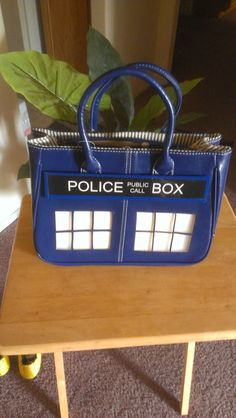 TARDIS purse - It had better be bigger on the inside and have it's own gravity matrix so I can use it as a carry on and not have to pay ridiculous fees when I next head to Europe Doctor Who Outfits, Dr Who, Geek Chic, Superwholock, Tardis, Cool Gifts, Nerdy, Fangirl, Geek Stuff