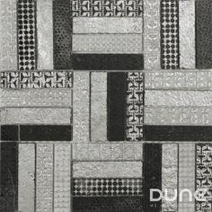 LUNE 30x30 cm: Bello y elegante mosaico de mármol blanco y negro. La piedra la cubrimos con láminas de pan de plata, luego la grabamos y pulimos con diferentes motivos geométricos. #duneceramica #diseño #calidad #diferenciacion #creatividad #innovacion #tendencia #moda #decoracion #design #quality #differentiation #creativity #innovation #trend #fashion #decoration #duneemphasis #mosaico #piedra #mosaic #stone  http://www.dune.es/es/products/emphasis-mosaico/stone-piedra/lune/186906