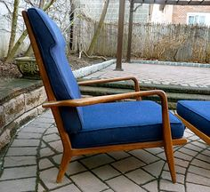 midcentury lounge chair Modern Lounge, Mid-century Modern, Outdoor Chairs, Outdoor Furniture, Outdoor Decor, Chair And Ottoman, Living Room Furniture, Accent Chairs, Mid Century