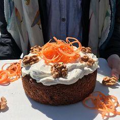 Gâteau aux carottes moelleux New Cooking, Nutrition, Posts, Cake, Blog, No Sugar Desserts, Plain Greek Yogurt, Whole Wheat Flour, Messages