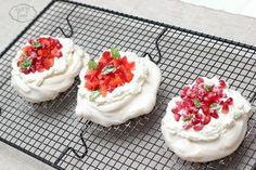Mini pavlova Breakfast Dessert, Breakfast Ideas, Mini Pavlova, Dessert Recipes, Desserts, Cheesecake, Food, Tailgate Desserts, Deserts