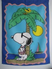 LARGE SNOOPY & WOODSTOCK AT THE BEACH HOUSE FLAG 28X40 RARE!