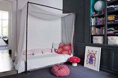 simple children canopy bed www.doubleg.fr