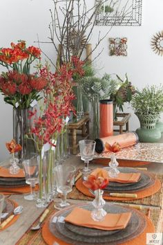 Orange and natural tablescape. Pretty autumn tablesetting