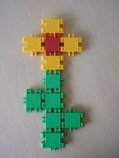 bloem maken met clics Lego Duplo, Spring Crafts, Crafts For Kids, Montessori, Projects, Images, Twiggy, Plays, Father's Day