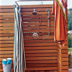 9 ideas for outdoor showers (© Jean Allsopp)