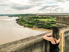 A represa da Binacional contemplada do lado brasileiro.