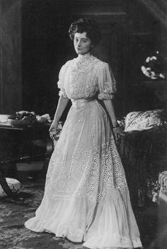 Hilda Trevelyan, 1900′s.