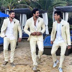 👰🎩🌊 Ontem aconteceu o casamento mais comentado nas redes sociais: Gabi Pugliese (@gabrielapugliesi) e Erasmo Viana (@erasmo.mbt). Destaque para os padrinhos em terno claro (pelo fato de ser na praia) #CasamentoMaraVidaipBoy #TheModernMan #MusoReal #CrushReal #SummerStyle #BelezaMasculina #StreetStyle #HomemdeEstilo #Fashion #ModaMasculina #Menswear #Snapsave #OOTD #Blogs #TipoDeuso #GB GB❤    Curta Gossip Boy no Facebook! 💻
