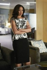 Gina Torres as Jessica Pearson in 'Suits'. Oscar de la Renta Black and White Floral Print Cotton and Silk-blend Top, Black Pencil Skirt. Business Outfits, Office Outfits, Casual Outfits, Lawyer Fashion, Office Fashion, Donna Suits, Suit Fashion, Fashion Outfits, Jessica Pearson
