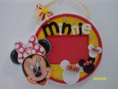 Portaretratos Colgante Minnie Mouse Foam Crafts, Diy Crafts, Minnie Mouse, Mickey Party, Ideas Geniales, Ideas Para Fiestas, Baby Art, Mickey And Friends, Stampin Up