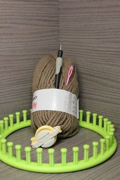 Tutorial of Evan bonnet with circular knitting - Marie-L& : Evan hat circular knit tutorial Loom Knitting Projects, Loom Knitting Patterns, Knitting Designs, Bonnet Crochet, Round Loom, Knifty Knitter, Knitting For Beginners, Evan, Diy For Kids