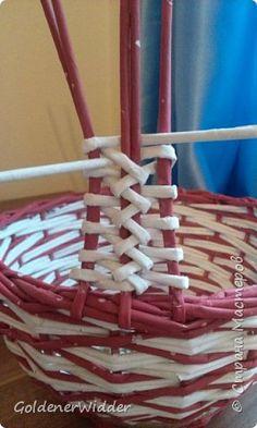 Поделка изделие 8 марта Плетение Листик крылышко или просто декоративная штучка для украшалок  Бумага газетная Трубочки бумажные фото 2