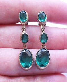 Vintage Czechoslovakia Czech Emerald Green Glass Dangle or Drop Earrings #DropDangle