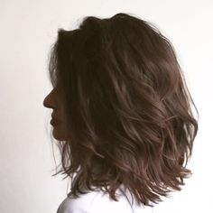 Do you like your wavy hair and do not change it for anything? But it's not always easy to put your curls in value … Need some hairstyle ideas to magnify your wavy hair? Bangs With Medium Hair, Medium Hair Styles, Curly Hair Styles, Androgynous Haircut, Lob Haircut, Wavy Bob Hairstyles, Victoria, Hair Trends, New Hair