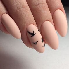 Almond nail design is good because it lengthened fingers but this form of nails is more susceptible to breaking. #beautynails #almondnails