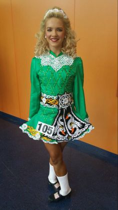 Beautiful and different Solo Dress Celtic Dance, Celtic Dress, Irish Step Dancing, Irish Dance, Dance Fashion, Just Dance, Costume Dress, Dance Dresses, Dance Costumes