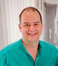 Konsultation - Zahncheck Reise mit Ärzte, die die Konsultation durchführen: Dr. med. dent. Péter Novák. Mundchirurgie, Implantologie, ästhetische Zahnheilkunde